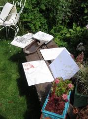 Photo Muriel carnet de dessin 1 sur le banc de villa rosa .jpg